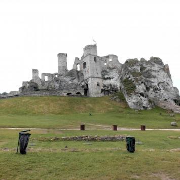 zamek Ogrodzieniec i góra Birów - zdjęcie