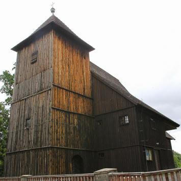 Drewniany kościół w Biskupicach
