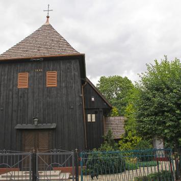 Drewniany kościół w Kucharach
