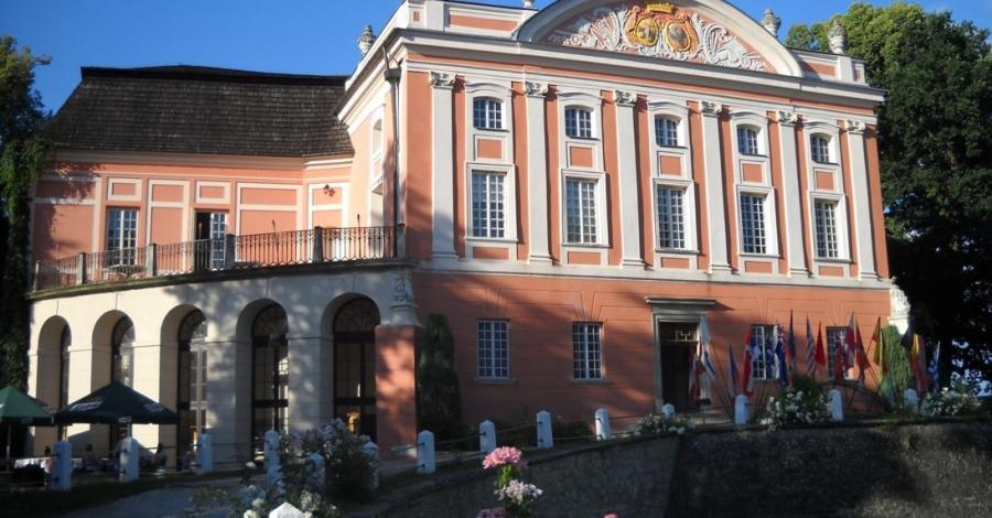 Pałac i Park w Kurozwękach - zdjęcie