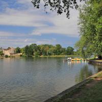 Jezioro Ełckie i zamek w tle