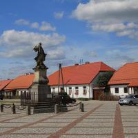 Ppomnik Czarnieckiego na rynku