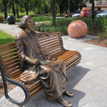 Ławeczka Kopernika w Ełku - zdjęcie