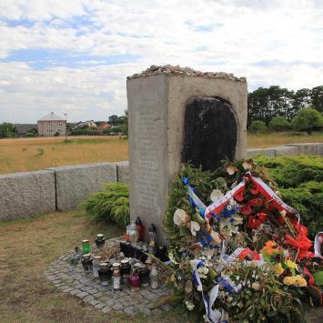 Pomnik pomordowanych Żydów w Jedwabnem - zdjęcie