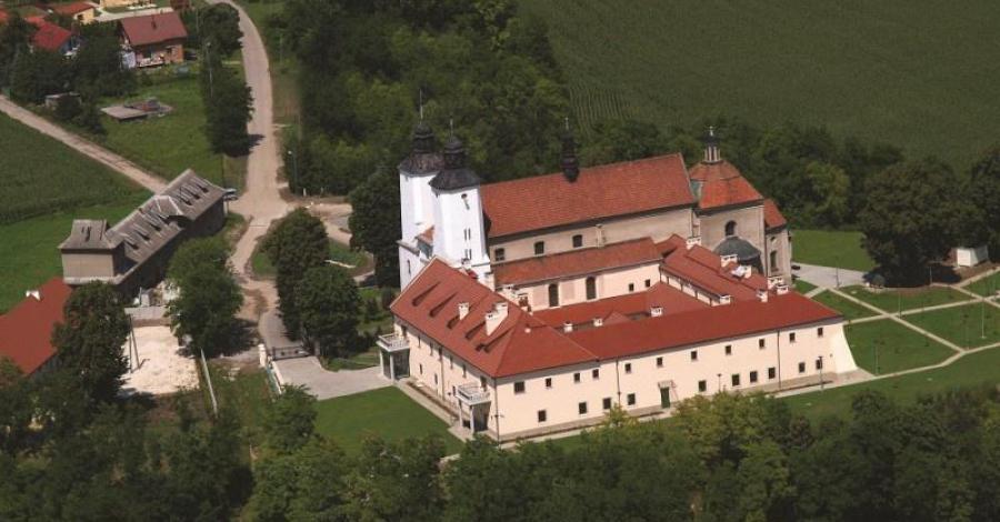 Zespół poklasztorny w Hebdowie - zdjęcie