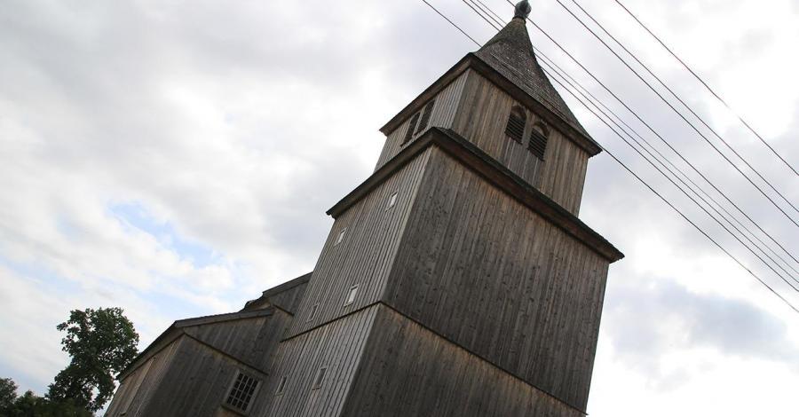 Drewniany kościół w Ostrykole - zdjęcie