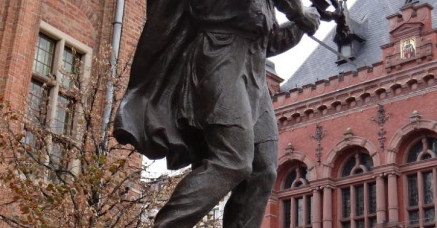 Pomnik Flisaka na Rynku w Toruniu - zdjęcie