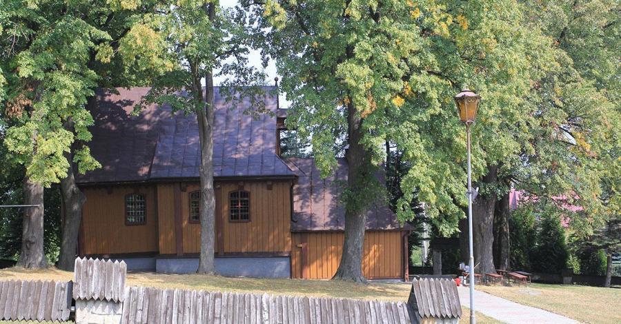 Drewniany kościół w Tęgoborzy - zdjęcie