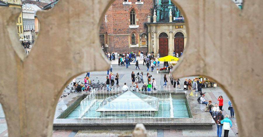 Fontanna na Krakowskim Rynku, Anna Piernikarczyk