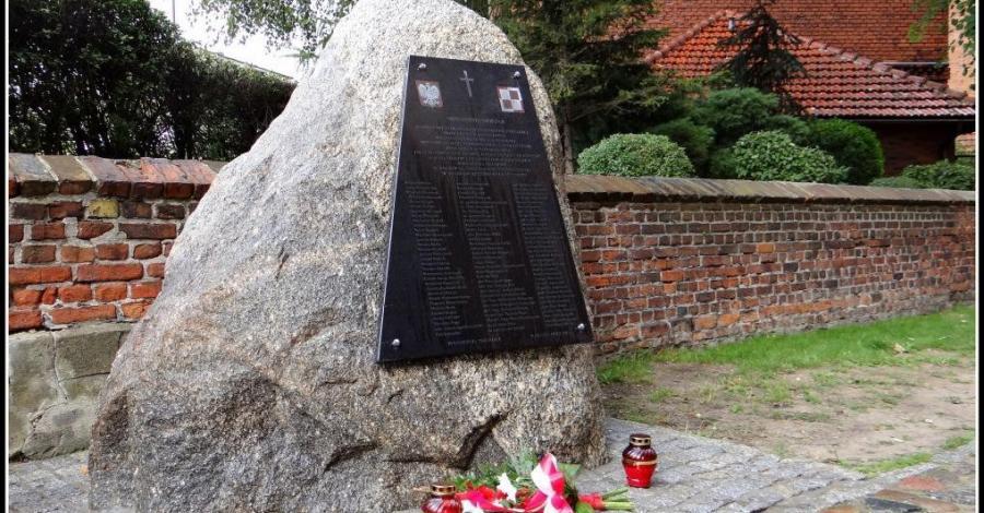 Pomnik ofiar katastrofy lotniczej pod Smoleńskiem - zdjęcie