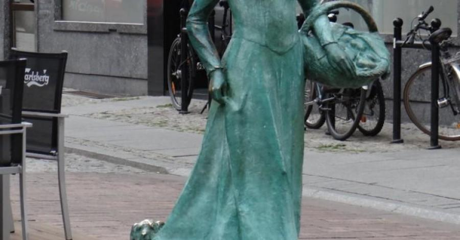 Pomnik piernikarki w Toruniu - zdjęcie