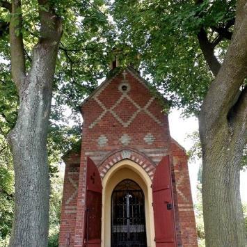 Kapliczka Góra Oliwna w Woźnikach
