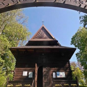 Drewniany kościół w Nałęczowie