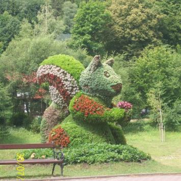 Kwiatowe rzeźby w Muszynie