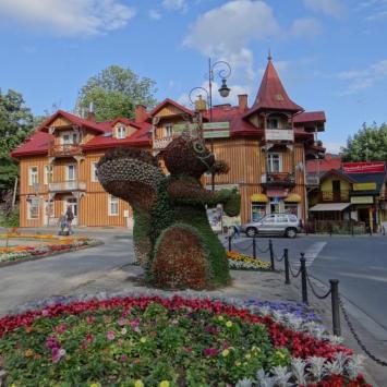 Kwiatowe rzeźby w Szczawnicy