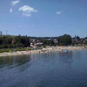 Plaża nad Jeziorem Czorsztyńskim