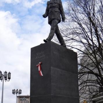 Pomnik Charles'a de Gaulle'a w Warszawie