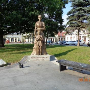 Pomnik Marii Konopnickiej w Suwałkach