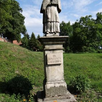 Pomnik Wincentego Kadłubka w Sandomierzu