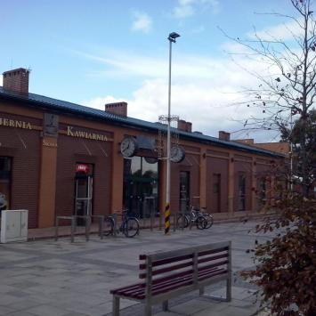 Zabytkowy dworzec kolejowy w Łazach
