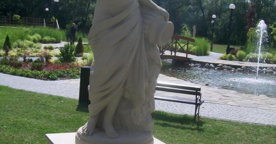 Antyczne rzeźby w Muszynie - zdjęcie