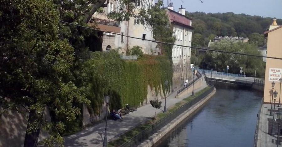 Bulwary nad kanałem Młynówki w Kłodzku - zdjęcie