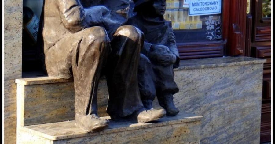 Pomnik Charlie Chaplina w Chełmży - zdjęcie