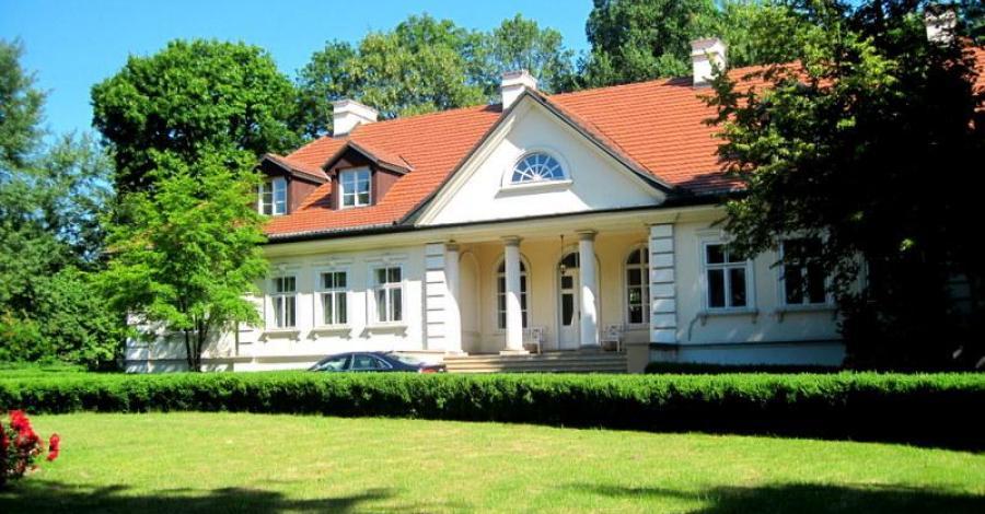 Dwór w Tomaszowicach - zdjęcie