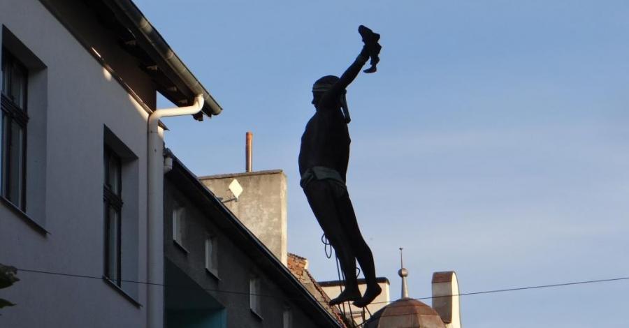 Figura rybaka na linie w Sopocie - zdjęcie