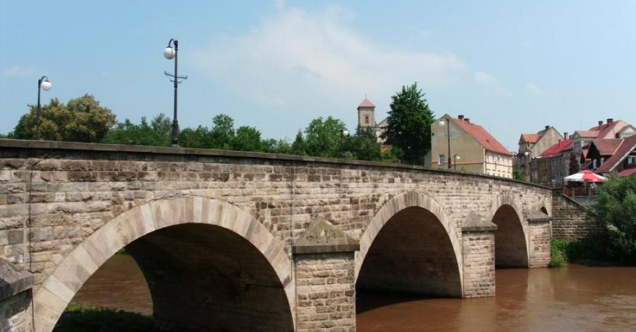 Gotycki most w Bardzie - zdjęcie