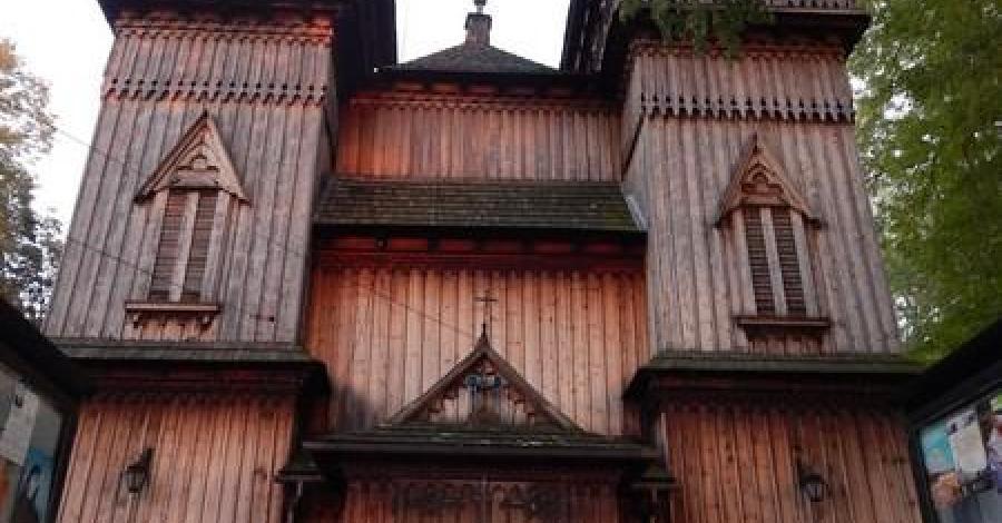 Drewniany kościół w Krzęcinie - zdjęcie