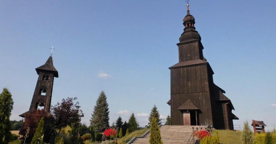 Drewniany kościół w Gwoździanach - zdjęcie