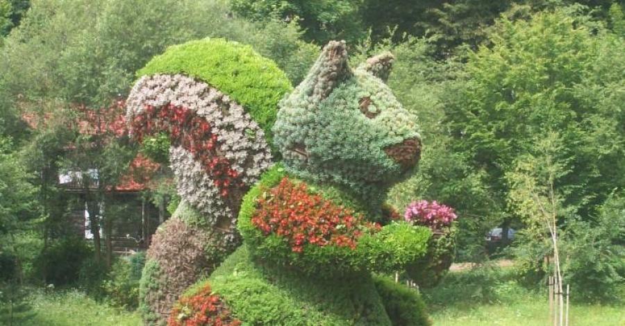 Kwiatowe rzeźby w Muszynie - zdjęcie