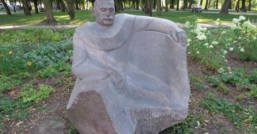 Ławeczka Edmunda Majkowskiego w Przasnyszu - zdjęcie