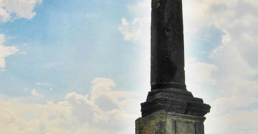 Obelisk Kaspra Denhoffa w Kruszynie - zdjęcie