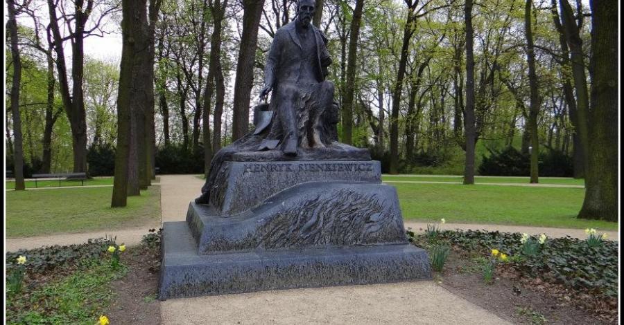 Pomnik Henryka Sienkiewicza w Warszawie - zdjęcie