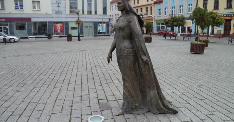 Pomnik Królowej Jadwigi w Inowrocławiu - zdjęcie