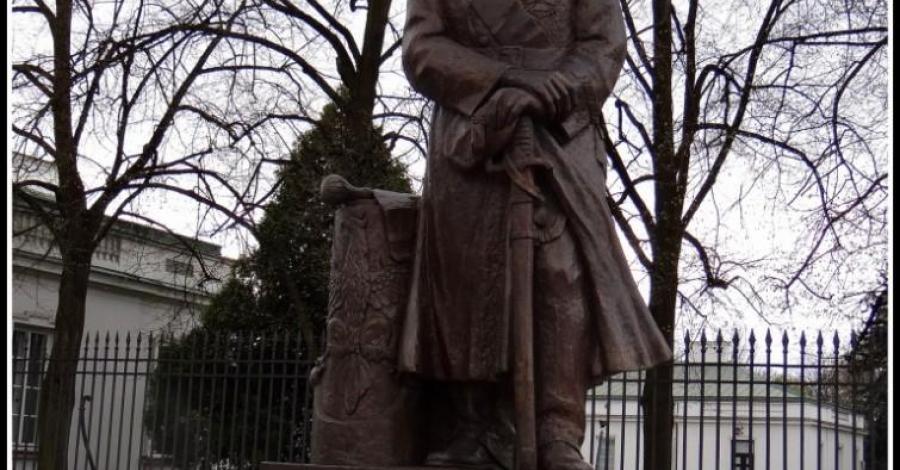 Pomnik Piłsudskiego w Warszawie - zdjęcie