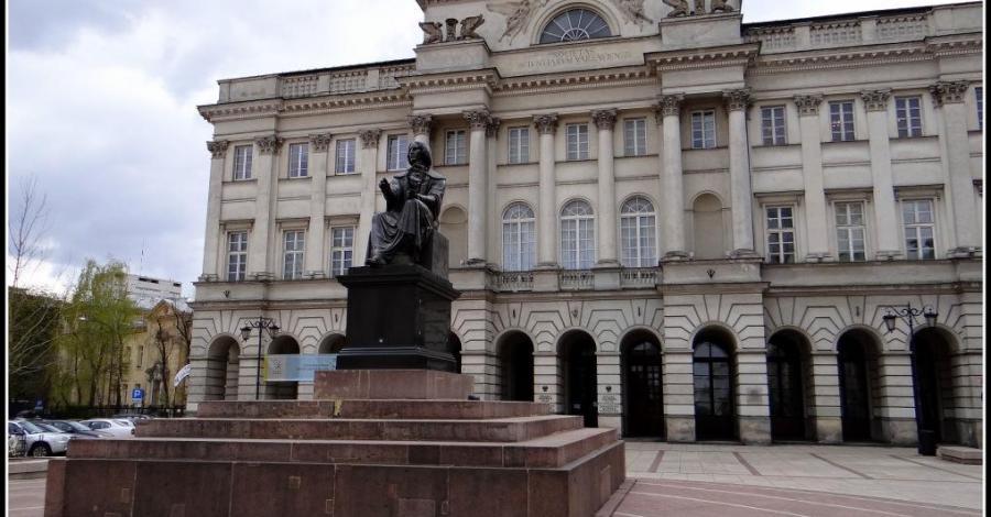 Pomnik Mikołaja Kopernika w Warszawie - zdjęcie