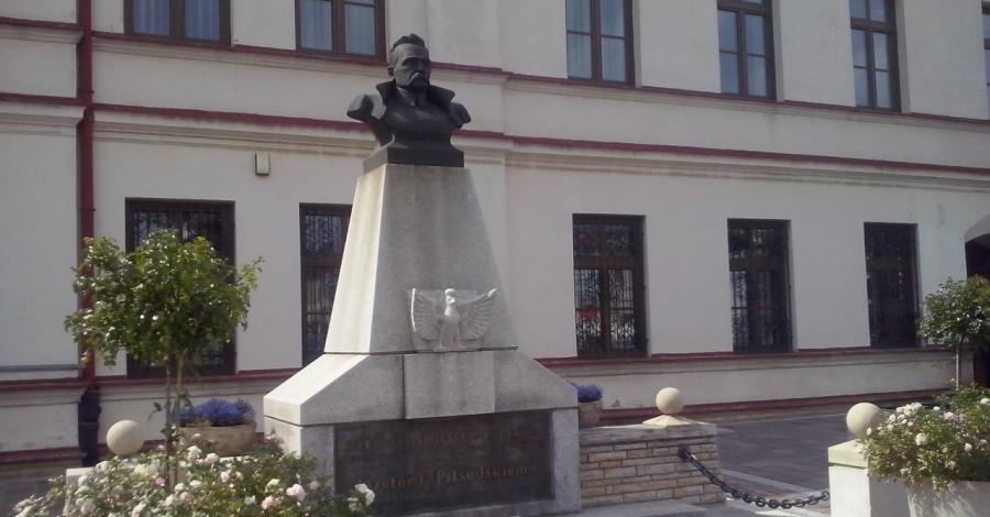 Pomnik Piłsudskiego w Olkuszu - zdjęcie