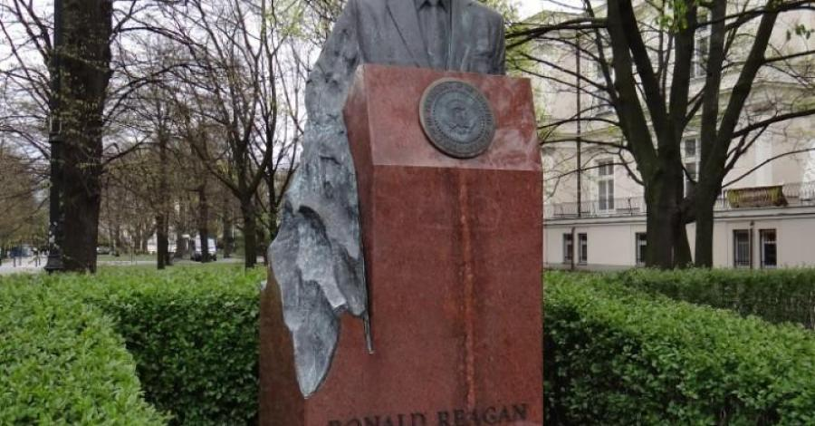 Pomnik Ronalda Reagan'a w Warszawie - zdjęcie