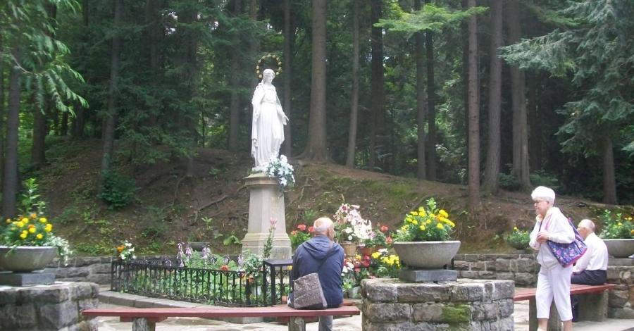Figura Matki Bożej w Krynicy - zdjęcie