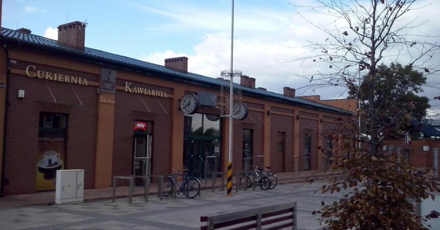 Zabytkowy dworzec kolejowy w Łazach, mokunka