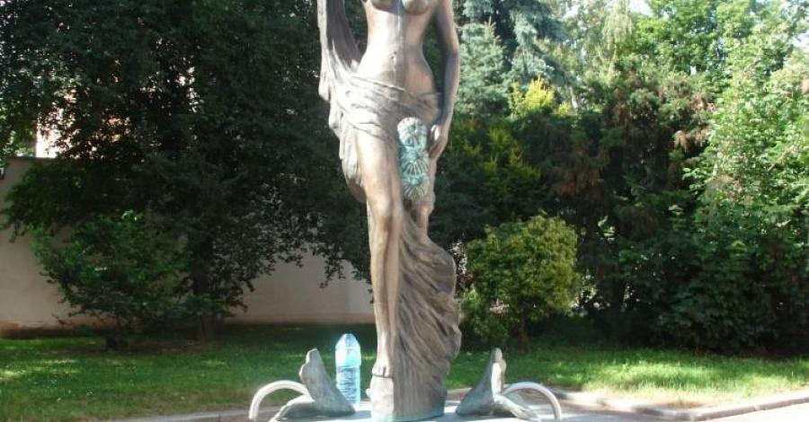 Fontanna z Panną w Cieplicach - zdjęcie