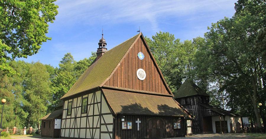 Drewniany kościół w Golinie - zdjęcie