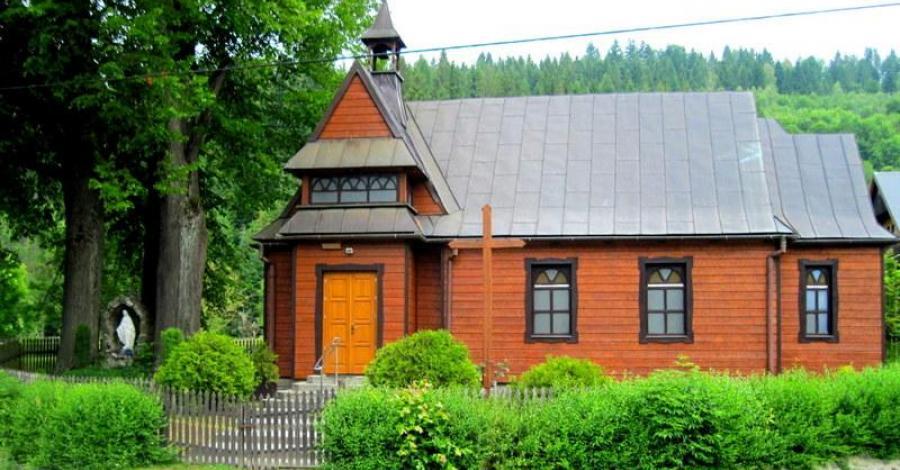 Drewniany kościół w Złatnej - zdjęcie