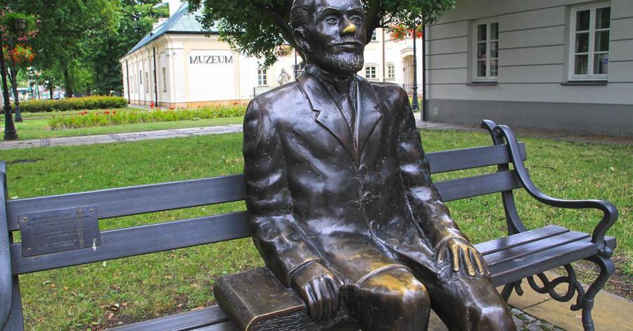 Ławeczka Stefana Żeromskiego w Siedlcach - zdjęcie