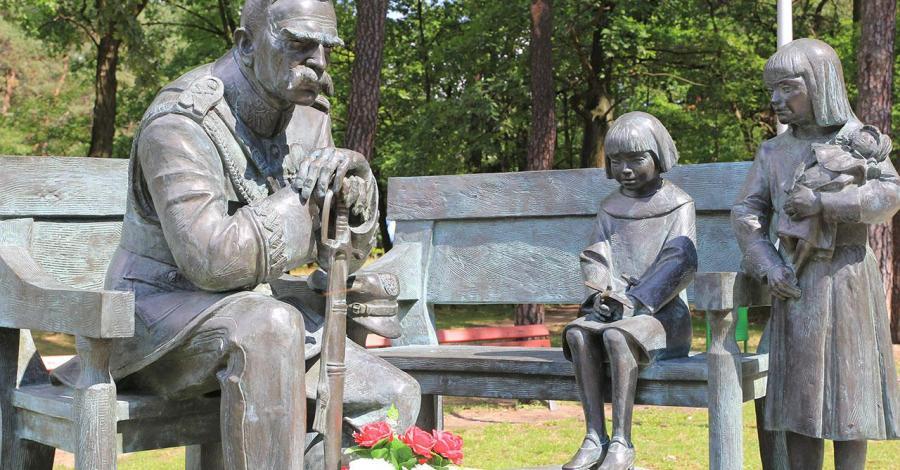 Ławeczka Józefa Piłsudskiego w Sulejówku - zdjęcie