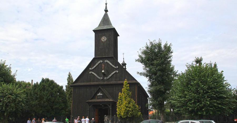 Drewniany kościół w Dobrzycy - zdjęcie