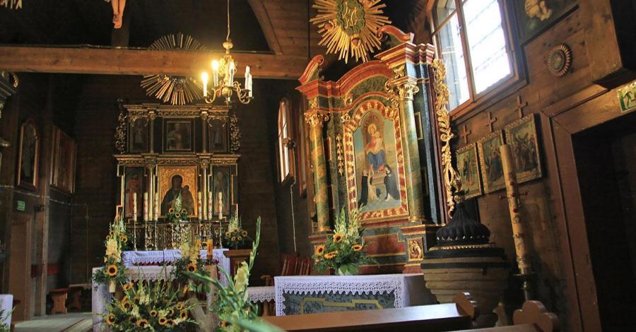 Drewniany kościół w Graboszycach - zdjęcie